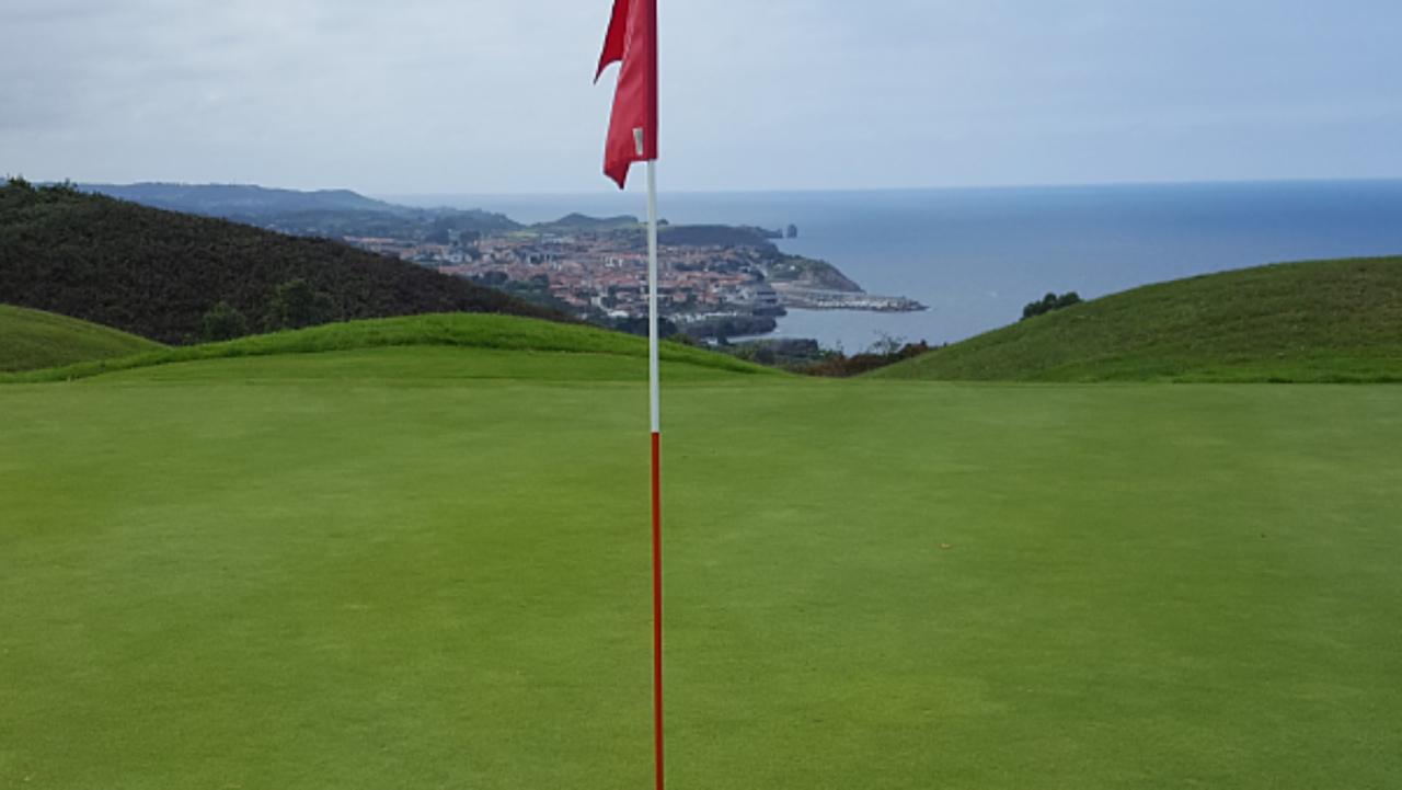 Golf in LLanes